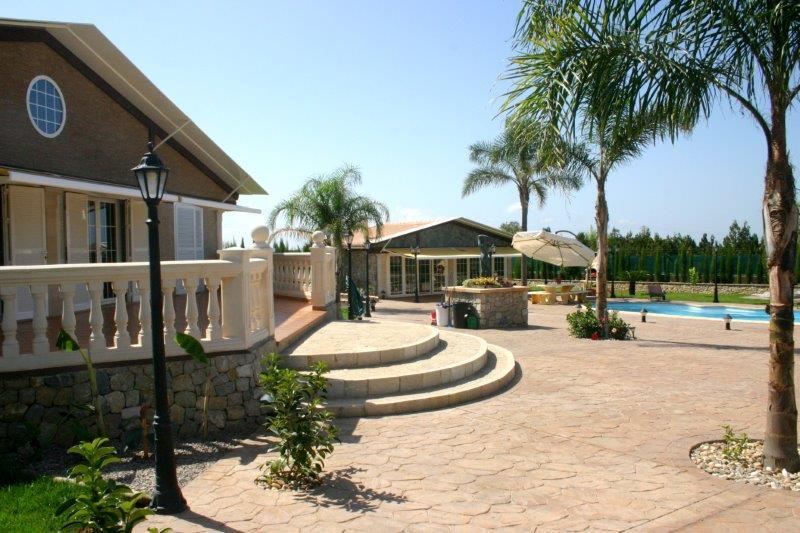 Landhaus mit Gästehaus und Swimmingpool