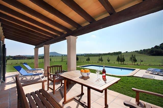 naturstein finca zu vermieten in sineu mit pool. Black Bedroom Furniture Sets. Home Design Ideas